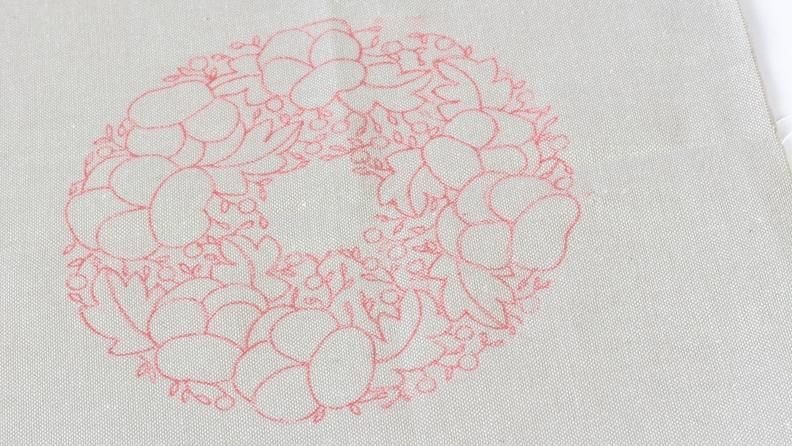 motif transférer sur un tissu avec du papier carbone