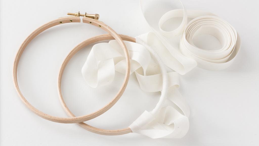 entourer le cercle intérieur de son tambour à broder permet une meilleur tension de son tissu