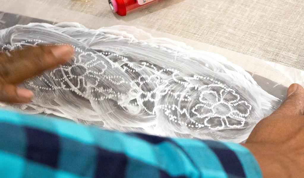 Transfert du motif à l'aide de la poudre de craie - Atelier broderie indienne avec les brodeurs shams au salon pour l'amour du fil 2017
