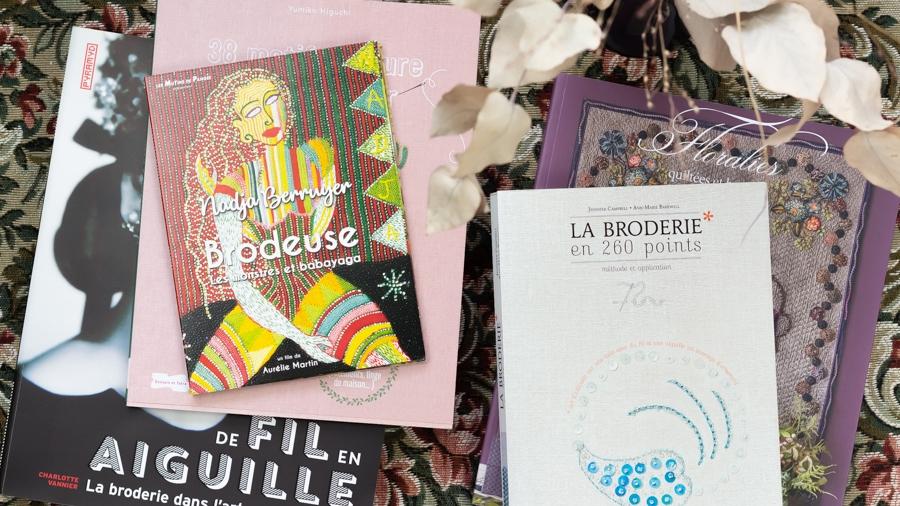 Une sélection de livres pour explorer le vaste univers de la broderie et découvrir des artistes brodeurs de tous horizons.