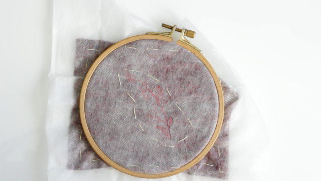 Fixer l'entoilage sur le tissu